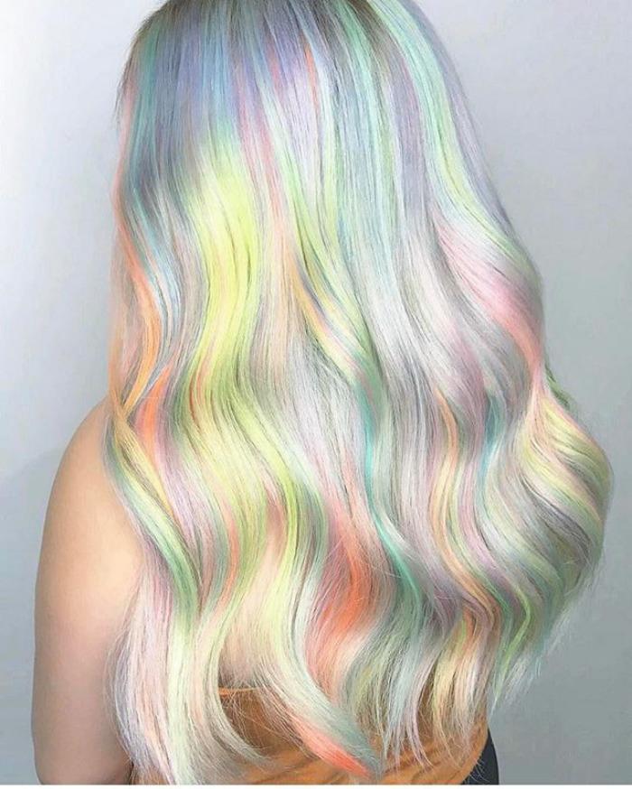 Весь мир сейчас подсел на новый тренд - голографические волосы! Вот почему