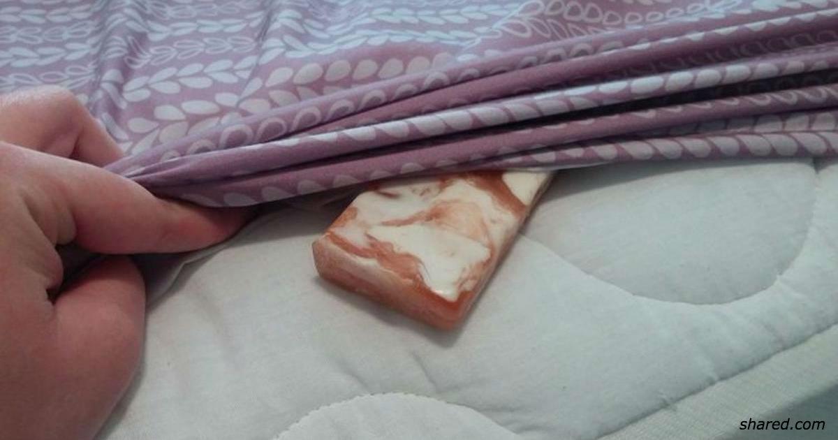 Засуньте кусок мыла под простынь. Утром все будет совершенно по-другому!