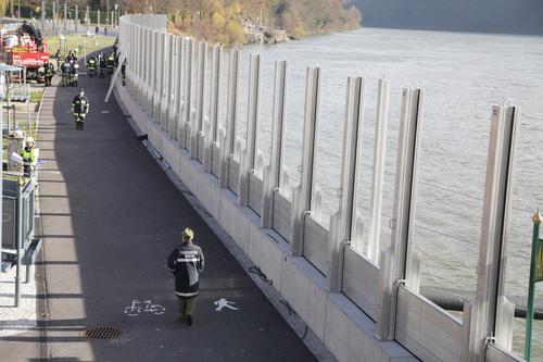 В Австрии началось страшное наводнение . Но вот как его здесь остановили