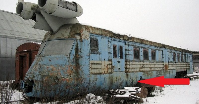 На первый взгляд, это старый заброшенный локомотив. Но погоди, лучше подойди ближе!