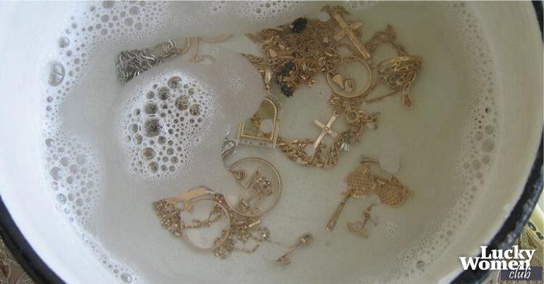 Ювелирные украшения сияют, как новые! Простой способ очистки дома!