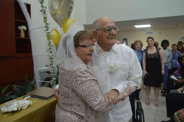 Никогда не поздно: 80-летняя невеста вышла замуж впервые в жизни