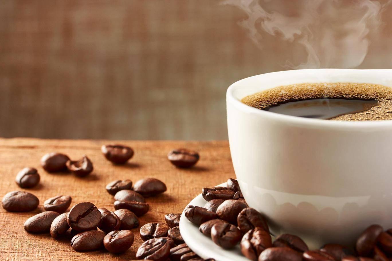 Люди, которые пьют много кофе, живут дольше