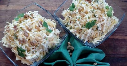 Салат с курицей и ананасами за 5 минут к праздничному столу