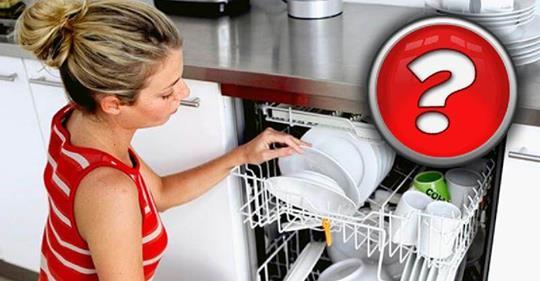 Почему нельзя ополаскивать тарелки перед мытьем в посудомоечной машине?