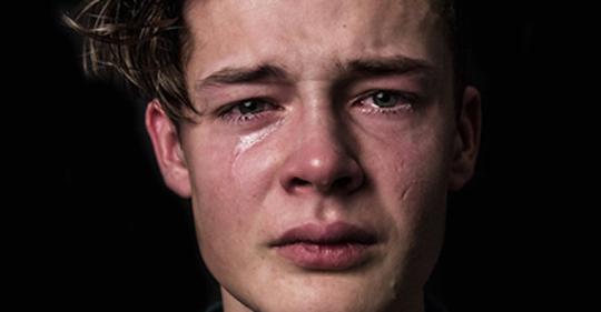 Кто то написал об эмоциональных потребностях мужчин   и на форумах такое началось!.. Мужчины тоже плачут