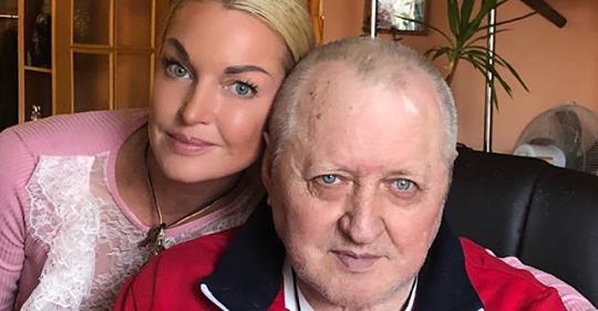Анастасия Волочкова выгнала гражданскую жену своего отца и сделала ему ремонт