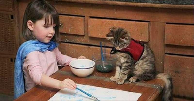 Шестилетняя девочка аутист рисует волшебные картины, поражающие искусствоведов