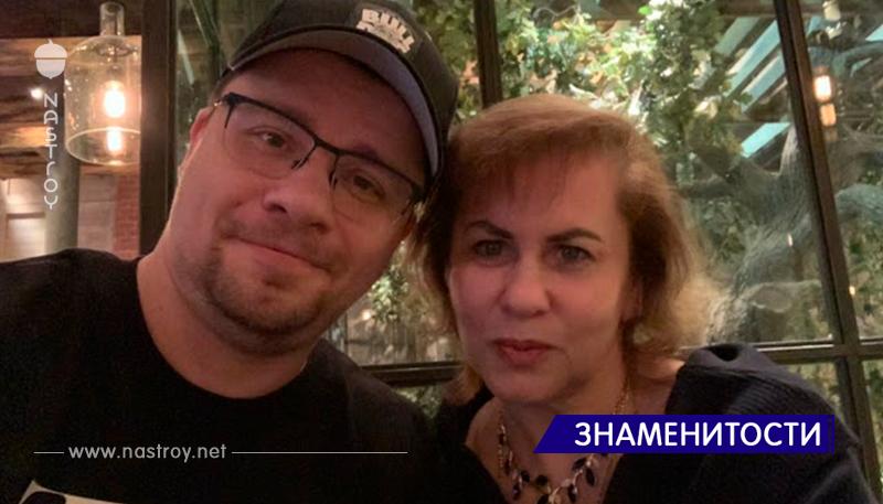 Красавица мама Гарика Харламова на свежих снимках выглядит моложе собственного сына, уверены в сети