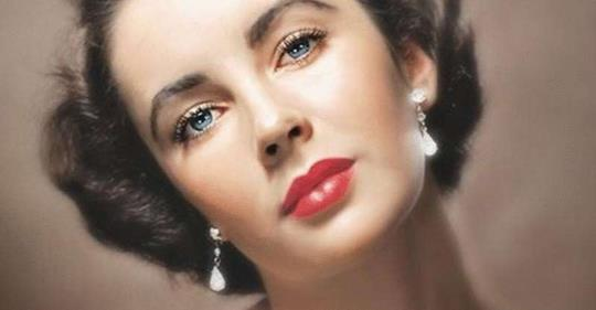 Близкие Элизабет Тейлор рассказали, что ее красота была генетической мутацией