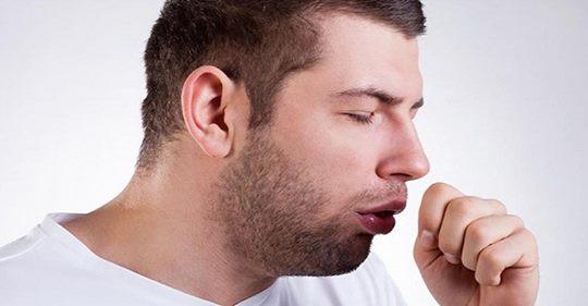 Европу захватила эпидемия сухого кашля. От него нет лекарств, но вот как лечиться