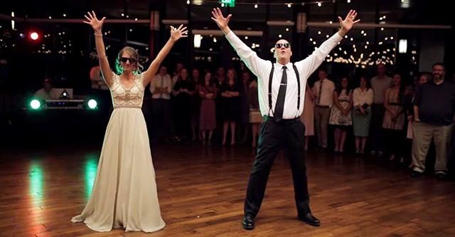 Папа и дочка отожгли на танцполе! Это лучший танец невесты с папой!