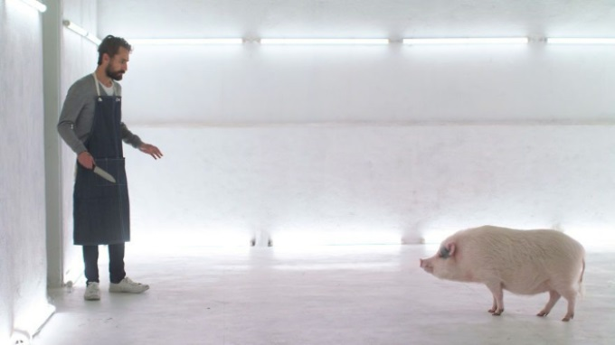 Мясной дом: мини фильм о ресторане, где посетителям нужно убить свою еду