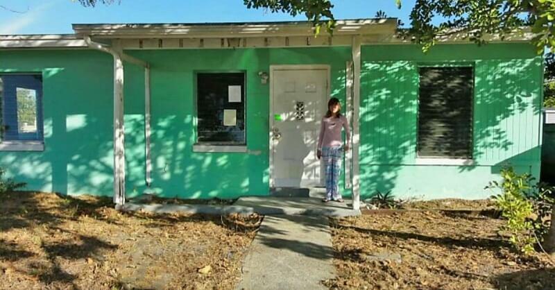14-летняя девочка купила собственный дом. Заглянув внутрь, ее мама не поверила глазам.