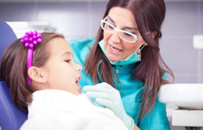 Дети всё чаще болеют кариесом. И причина – не только в сахаре!