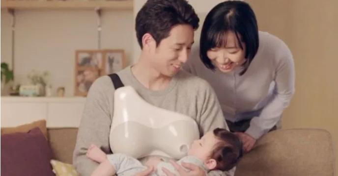Японские папы теперь могут кормить ребенка «грудью»