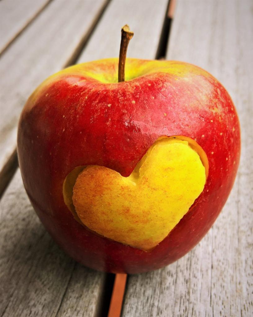 Решила замариновать свежие яблоки на зиму по совету свекрови. И урожай не пропал, и витамины сохранила
