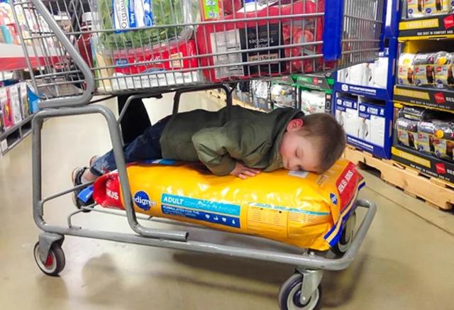 Малыш уснул в неожиданном месте: минутка юмора