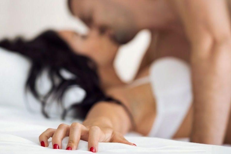 Муж захотел разнообразия в постели. Исполнять?