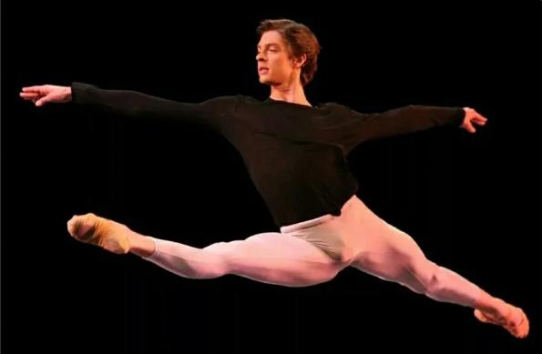 Что артисты балета надевают под трико, и зачем велосипедисту памперс