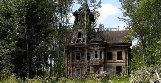 Мужчина отреставрировал русский терем, который стоял нетронутым 120 лет