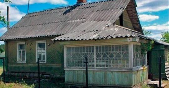 Увидев, в каких условиях живет его бабушка, внук построил для нее роскошный дом. Фото до и после
