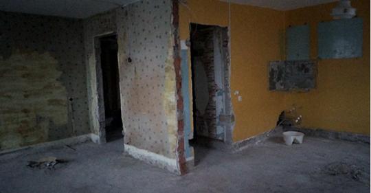 Дизайнер взял старую трешку 72 м² в бывшем общежитии и превратил в современную квартиру. Фото до и после
