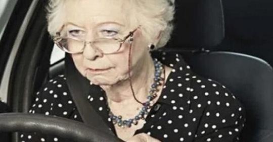 Сын с невесткой обиделись на мать за то, что она купила себе автомобиль