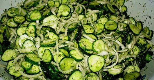 Чесночные свежие огурчики на зиму. Вкусный салат «Сырой» без тепловой обработки