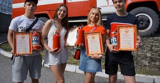 10-классники спасли целый поселок от пожара и теперь их называют героями