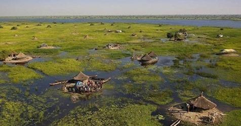 Как живут люди из африканского народа, дом которых в болоте