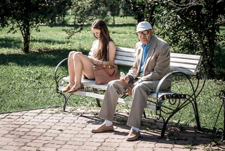 Зачем некоторые мужчины в возрасте лезут к молодым девушкам и женщинам?