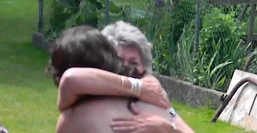 Бабушка аж расплакалась, когда увидела выпускное платье внучки