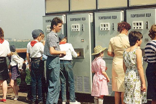 В СССР за одну копейку можно было выпить стакан газированной воды