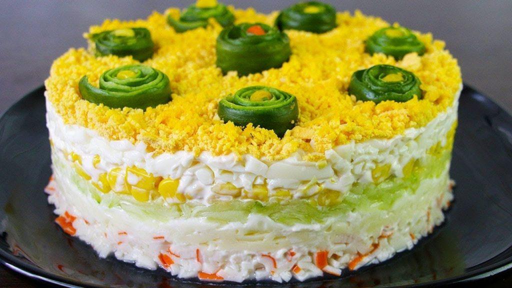 Нежный праздничный салат «Свежесть» из крабовых палочек
