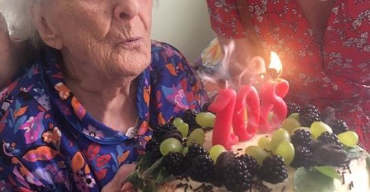 «Не пить, не гулять, замуж не ходить», — рецепты долголетия от 108-летней бабушки из Воронежа