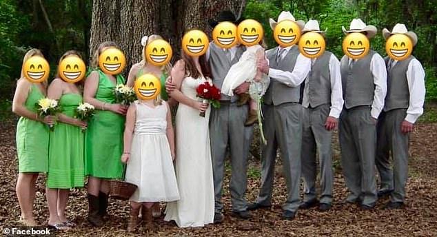 Невесту пристыдили за «чудовищные» платья ее подружек на свадьбе