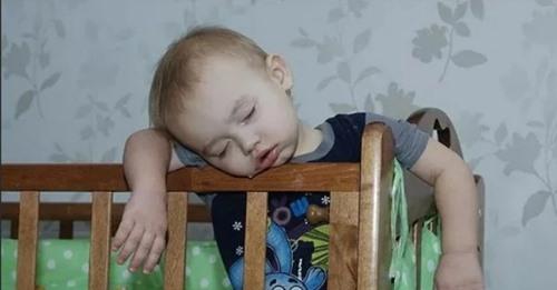 Как я отучила ребёнка будить нас по утрам, мама подсказала и совет работает — делюсь с вами опытом