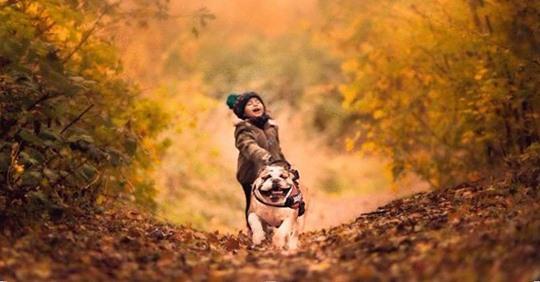Мама хотела просто сделать фото дочки и ее собаки, а получились снимки настоящего счастья!