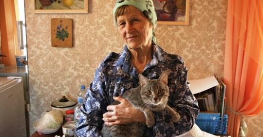 71-летняя пенсионерка своими руками построила дачу и все надворные постройки
