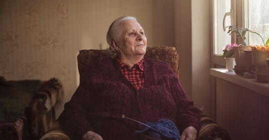 «Мне 68 лет, живу одна. Прошу детей переехать к ним, а они против. Как жить дальше, не знаю…»