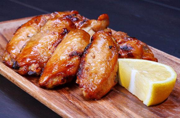 Куриные крылышки в медово-соевом соусе в духовке