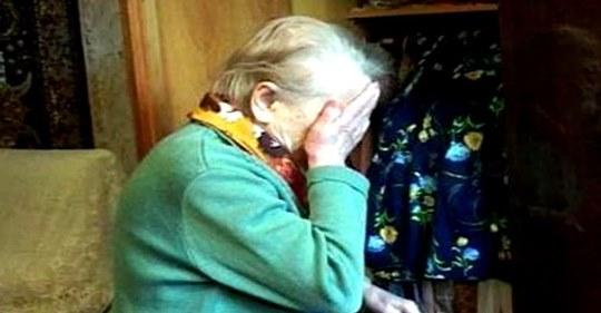 Сын обиделся и решил отплатить старенькой матери