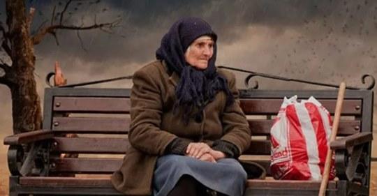 Сын привез маму в дом престарелых и забыл о ней