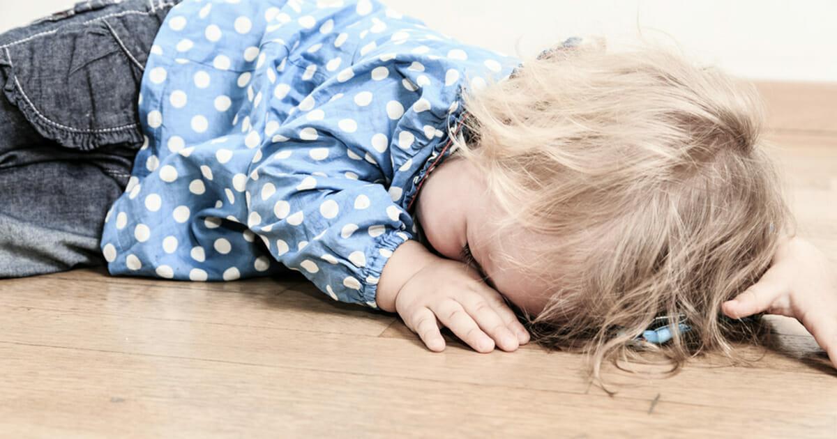 Беспомощная 2-летняя девочка умерла от голода, пока её мать танцевала за деньги