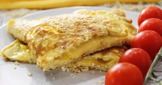 Как приготовить сырный овсяноблин: простой и быстрый завтрак для стройной фигуры