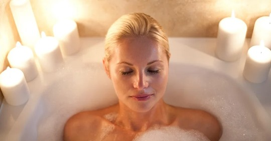 Приятное с полезным: ученые доказали, что горячая ванна заменяет пробежку