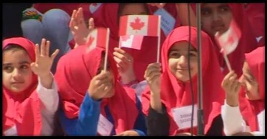 «Кто не хочет есть в школе свинину — покиньте страну»: реакция властей Канады на недовольство мусульман