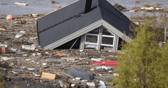 Огромный кусок суши в Норвегии ушел в море за 2 минуты и вместе с ним 8 домов
