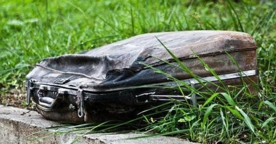 Девушка нашла старый чемодан и ее сердце разбилось, когда она его открыла (8 фото)